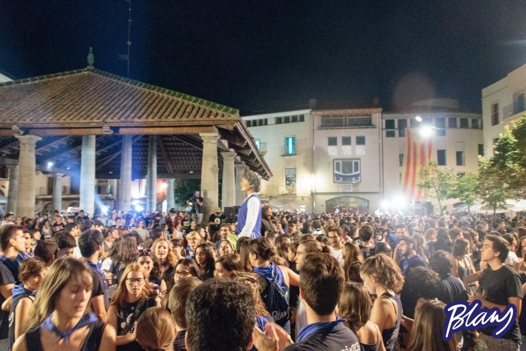 La Plaça de la Porxada plena de Blaus moments abans del veredicte